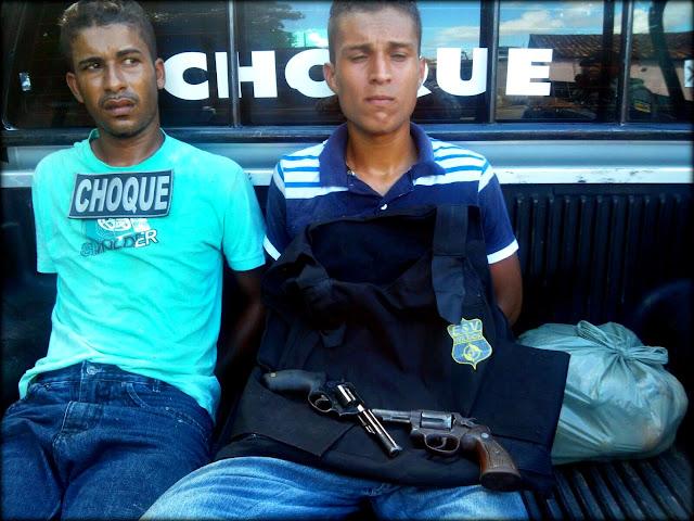 Bandidos roubam arma, agridem vigilante e são presos
