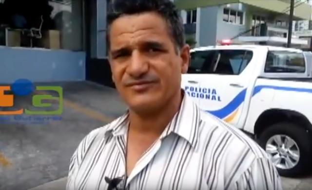 Dos hombres vestidos de mujer asaltan mensajero en Santiago