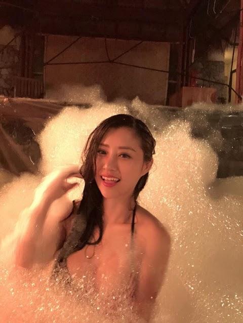 Pretty Babe wearing bikini partying [10pics, vid 1:51]