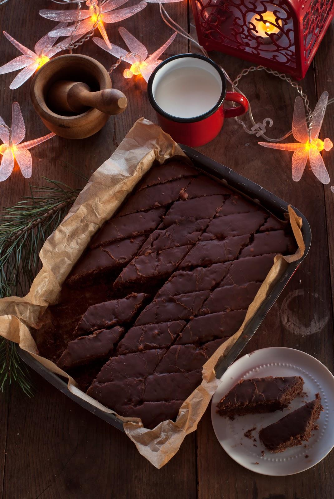 Krajanka piernikowa z lukrem czekoladowym