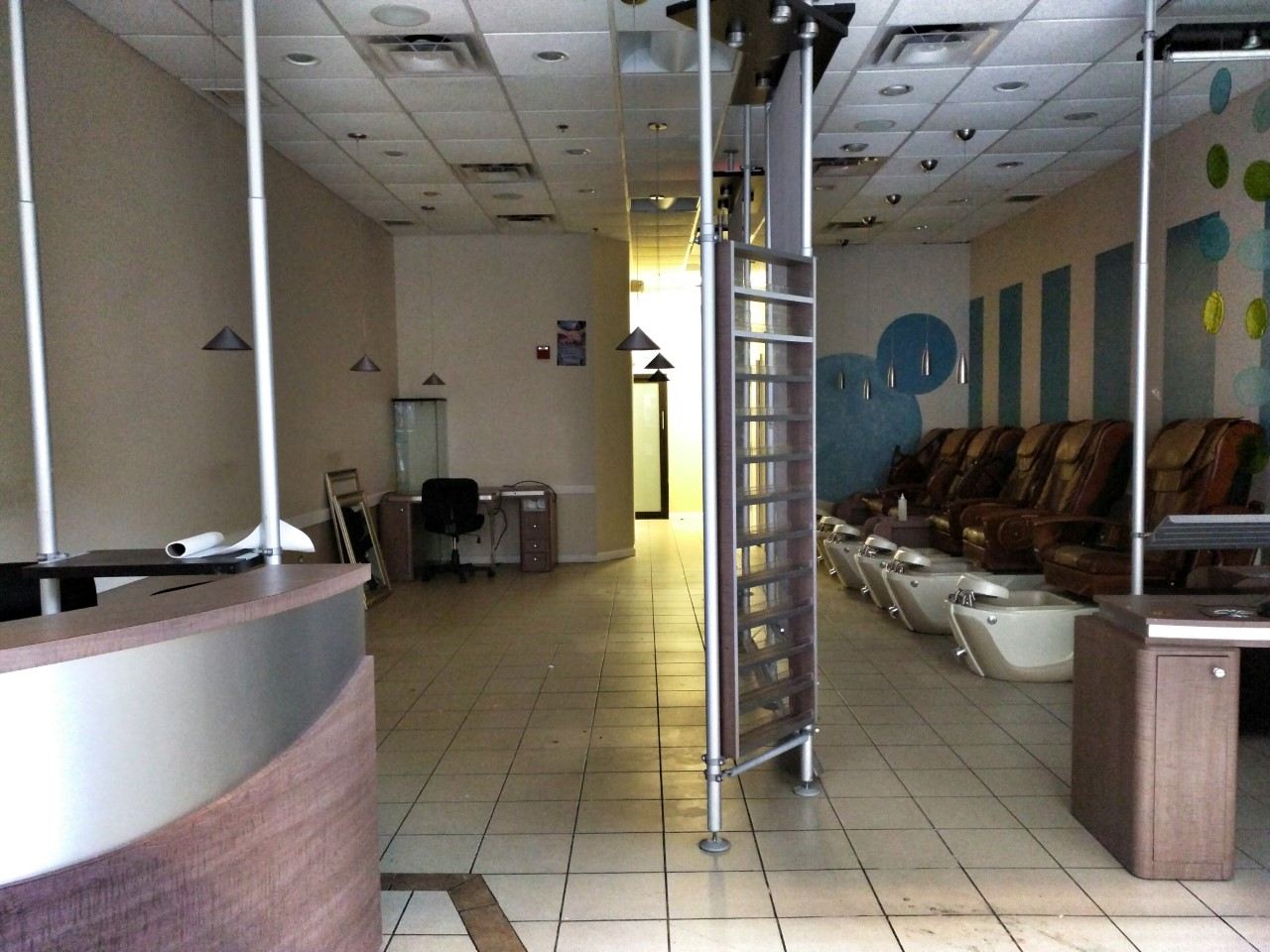 Rockville nights mavana nails waxing taking over acqua for Acqua nail salon