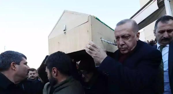 Σεισμός στην Τουρκία: Σε κηδείες θυμάτων ο Ερντογάν – Μάχη με τον χρόνο δίνουν οι διασώστες