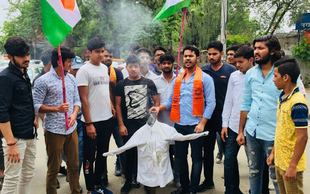ABVP blasted the National President of NSUI, Feroz Khan, against the exploitation of the people.