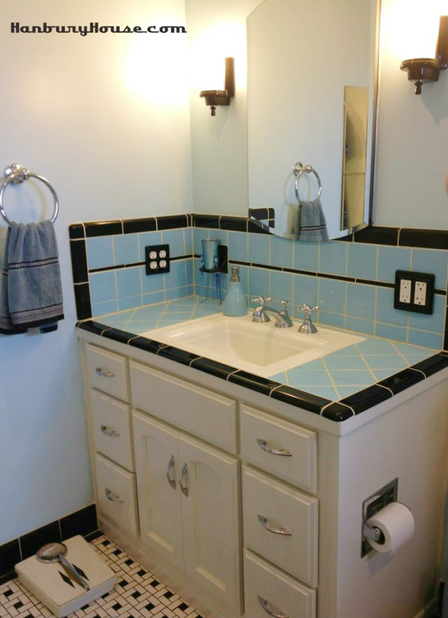 I Found This Blue Bathroom Along With A Really Great Post From Some People Who Did 1940 S Style Remodel Just Last Year Again The Tile Countertop