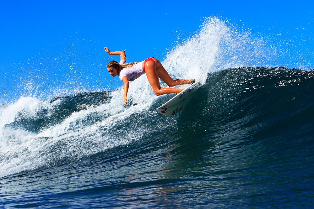 Alana Blanchard Surfing Style | A Star News & Gallery