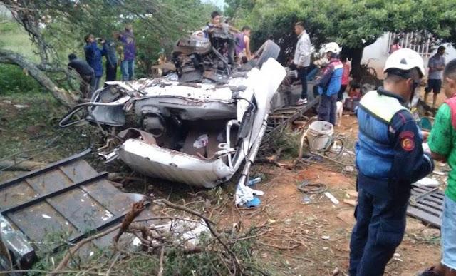 """11 muertos en Mérida tras volcarse camión tipo """"perrera"""" lleno de gente"""