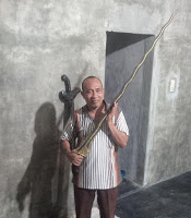 "Unique and Weird News, A Guy Found ""Jenglot"" and huge ""Dagger"" in Indonesia"
