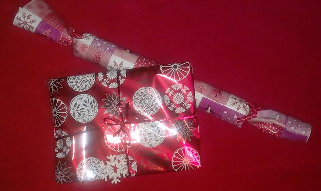 punaiset joulupaketit