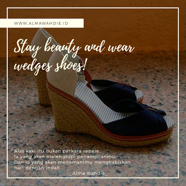 Sepatu wedges wanita cantik