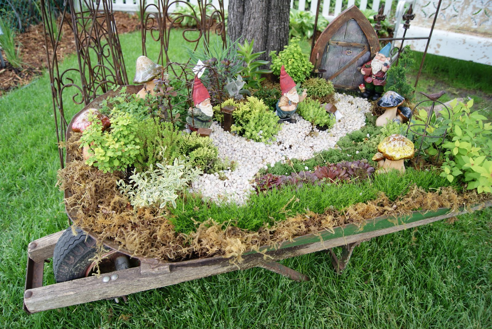 Gnome In Garden: Nest Full Of Eggs: Summer 11 Ideas House