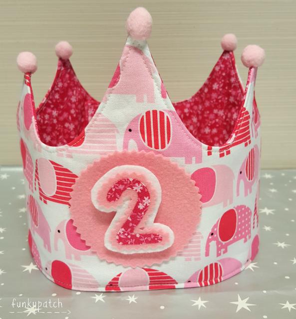 Corona de tela para cumpleaños
