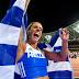 Η πρωταθλήτρια που κρατά ψηλά την Ελληνική σημαία και ο άνδρας που την έφερε στην κορυφή