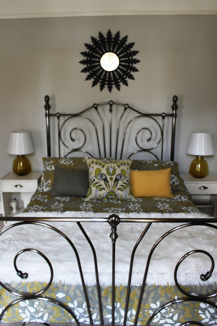 Tales From The Darkside Black Walled Bedroom Swoon Worthy