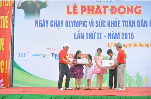 Ngày chạy Olympic tai huyện đảo Lý Sơn, tỉnh Quảng Ngãi: Khỏe để phục vụ đất nước - hình 2