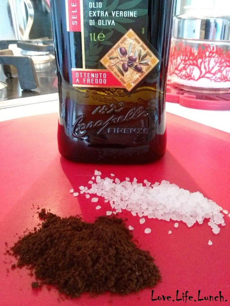 Scrub per il corpo al sale grosso e caffè