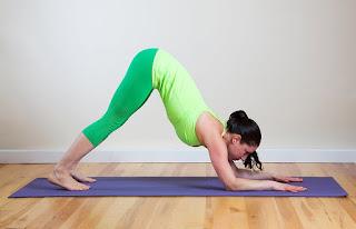 Manfaat Pose Yoga untuk Kesehatan Tubuh dan Tips memilih pakaian Yoga otot perut