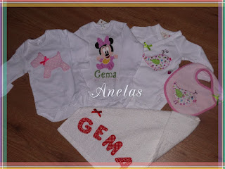 http://anetascamisetas.blogspot.com.es/2015/09/bodys-baberos-y-toalla-decoradas-y.html