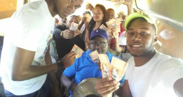 Les dieron de 200 y 500 pesos para que asistieran a apoyar a Danilo Medina afuera del congreso