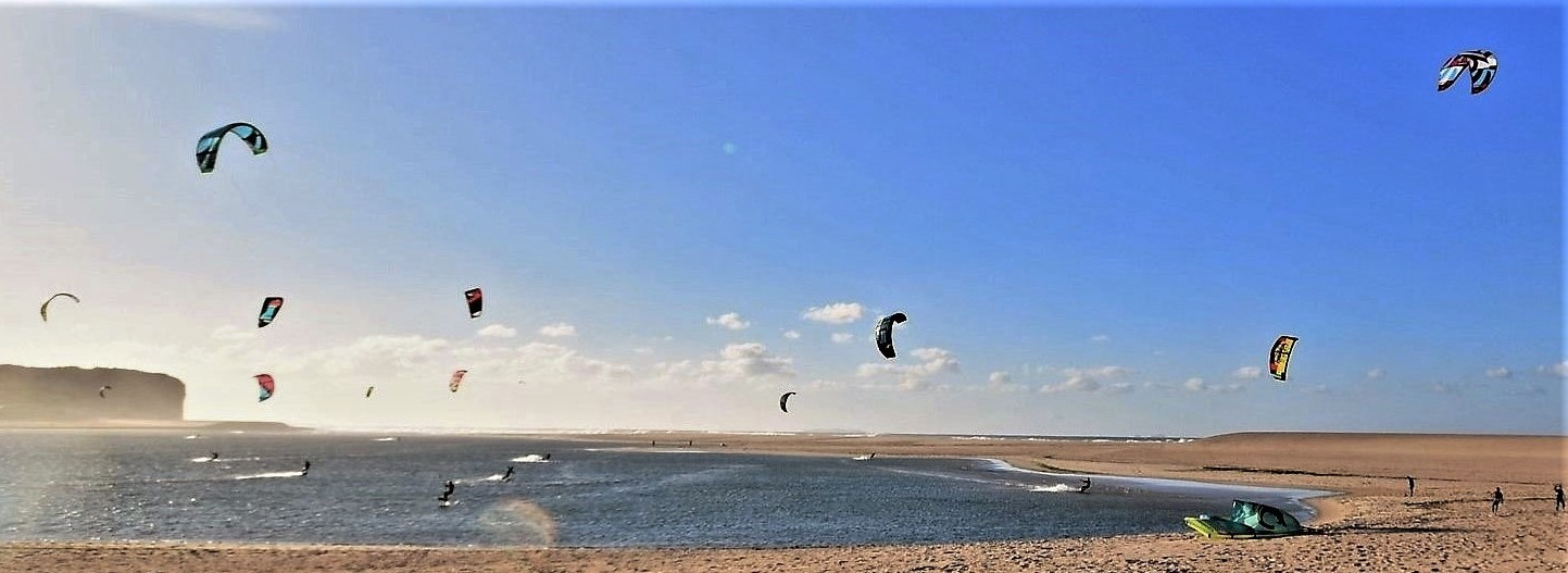 Kite surfing at Foz do Arelho beach