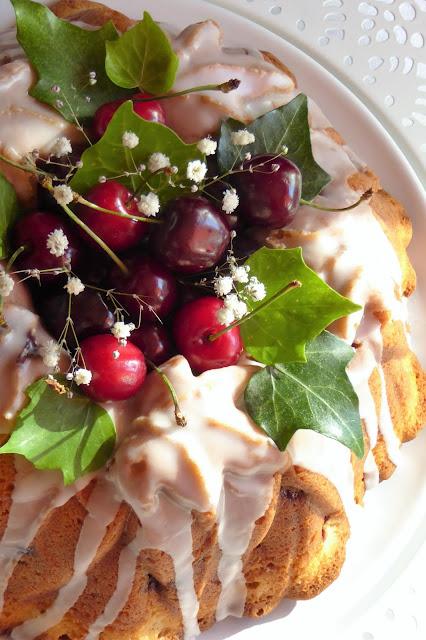 https://alf-lachefa.blogspot.com.es/2016/06/bundt-cake-de-cerezas-y-queso-crema.html