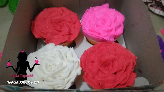 Cupcake Bunga Mawar Merah Putih