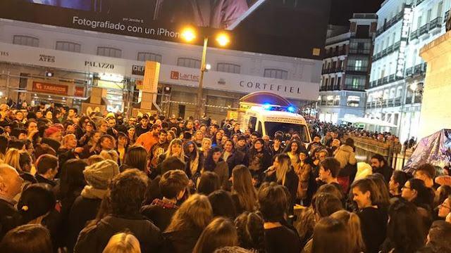 """Una concentración en Sol clama por una justicia igual para todos: """"Vergüenza, vergüenza"""""""