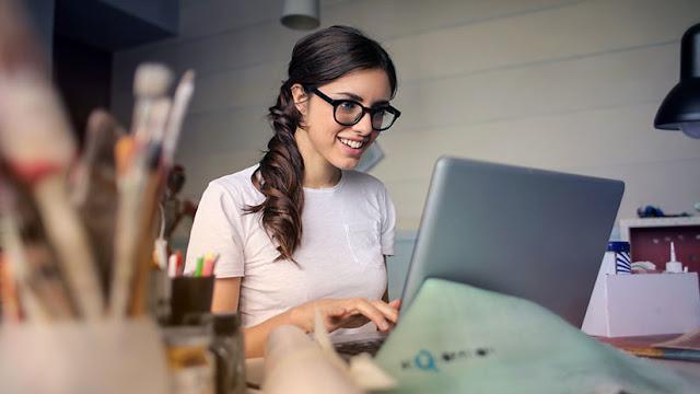 Demandan a Facebook por discriminar a mujeres en anuncios de ofertas de trabajo