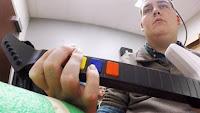 Ian Burkhart: ragazzo paralizzato muove le mani grazie a un chip nel cervello
