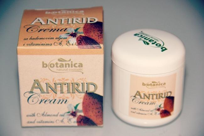 Botanica natural cosmetic antirid eye cream with almond oil
