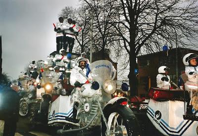 http://carnavalskoentje.blogspot.be/2013/05/carnaval-2003.html