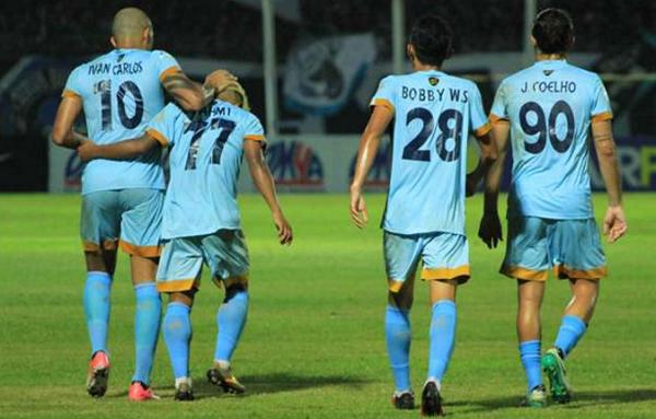 Bantai Arema FC 4-0, Persela Lamomgan Jauhi Zona Degradasi
