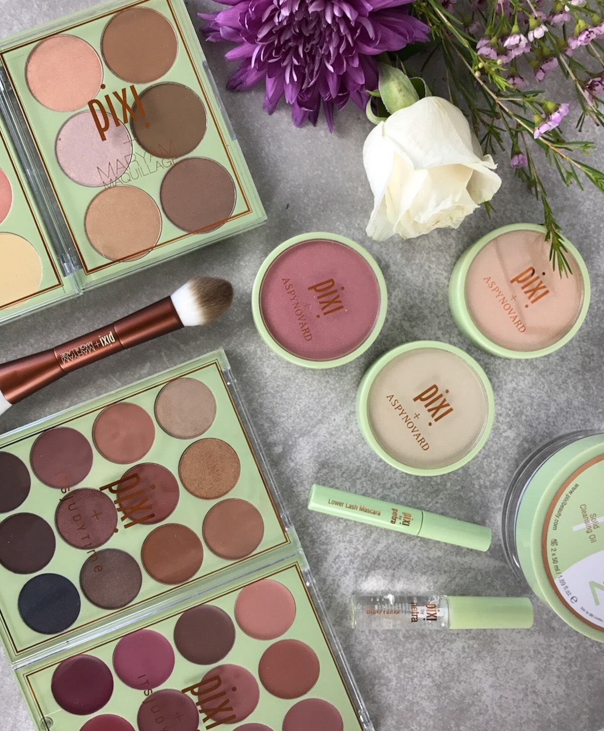 This is a close up of the gorgeous #PixiPretties strobe & highlight + strobe & bronze palettes from Pixi Beauty.