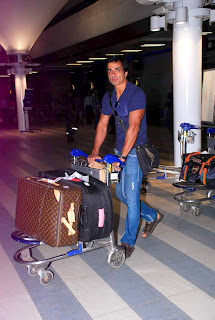 Bollywood Celbs return from IIFA Singapore 2012