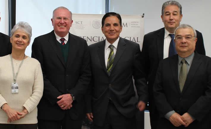 El convenio fue firmado por los Directores Generales de la AEM y el TecNM, Javier Mendieta Jiménez y Manuel Quintero Quintero, respectivamente, además del Coordinador General de Formación de Capital Humano de AEM, Carlos Duarte Muñoz, y la Secretaria de Extensión y Vinculación de TecNM, Ofelia Angulo Guerrero. (Foto: SCT)
