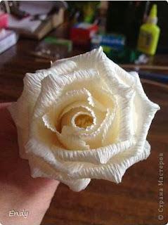 Cara Membuat Bunga Mawar Dari Kertas Krep 8