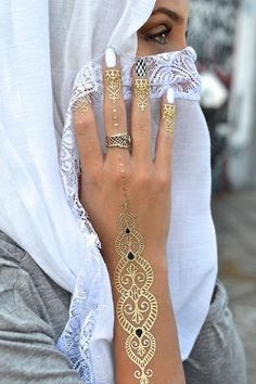 shimmer-mehndi-designs-for-diwali-2016