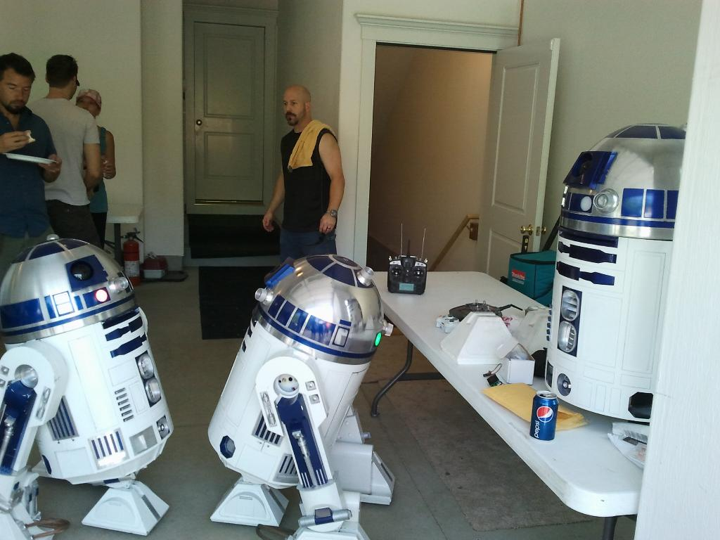 Paul's R2-D2 Project: New England R2 Builders Summer Get