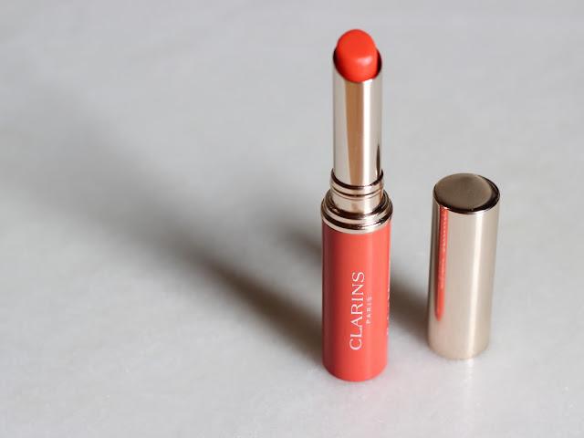 Clarins Lippenbalsam in poppigem Orange | Die richtige Lippenpflege für den Sommer