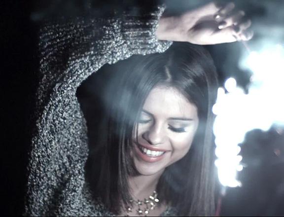 our world inspiração do dia selena gomez hit the lights