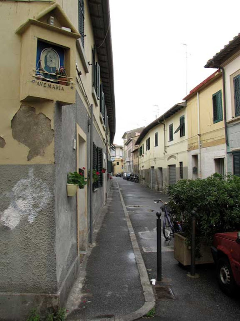 The corner of via del Fagiano with via dell'Origine, Livorno