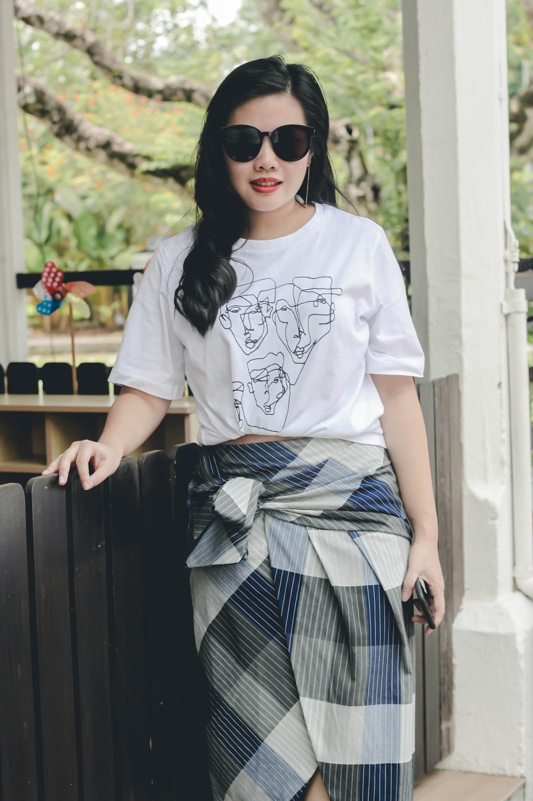 singapore blogger stylist fashion look book street style photography white t-shirt