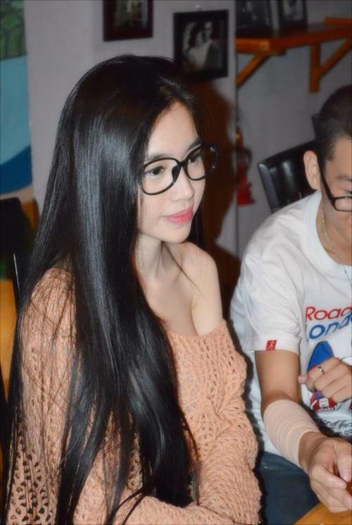 Elly Tran Visit Fan Club, Grid Shirt Without Bra