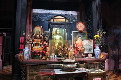 Offerings in the Jade Emperor Pagoda