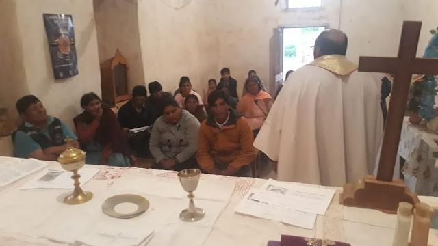 Gottesdienst in Mojinete mit Padre Pascual aus Tupiza