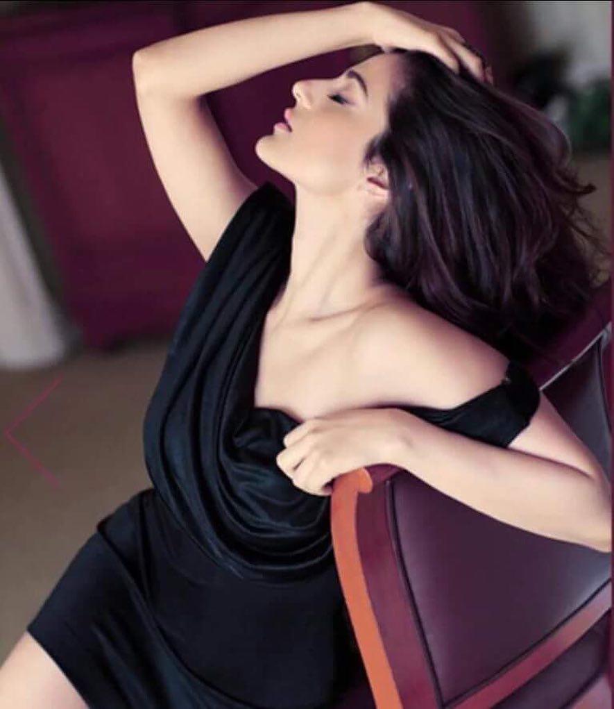 Ameesha Patel Hot and Sexy Photos-Seductive Bikini Pics