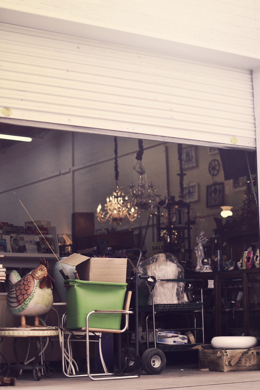 5 Tips for Finding Vintage Home Decor - The Shine Project