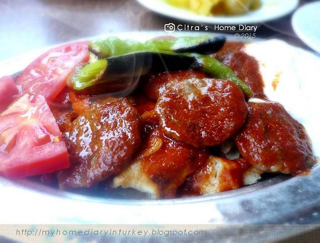 Pideli Köfte recipe (Turkish Kofte with pide/ flat bread). #turkishcuisine #turkishfoodrecipe #pide #kofta #köfte #pideliköfte #turkishmeatball