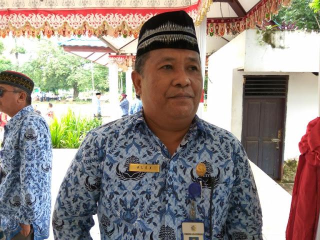 Alex Saranaung,Penghinaan Pakaian Muslim Akhirnya Dicopot