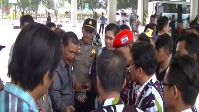 Ini Yang Membuat Habib Rizieq Berhasil Lolos Dari Hadangan Ratusan Anggota Ormas Di Bandara Kualanamu