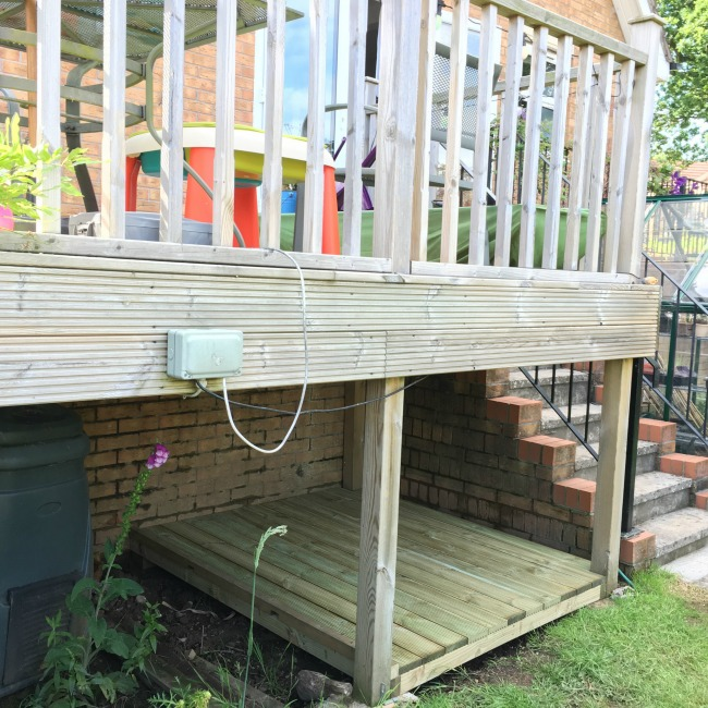 Mini-Breaks-and-Den-Building-den-under-decking